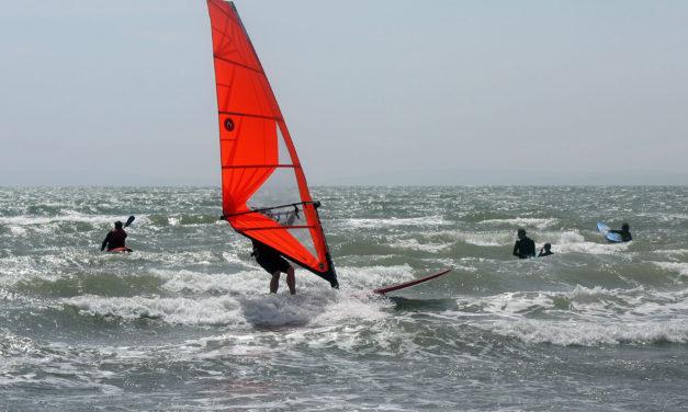 Surf Etiquette – Navigating the Surf Zone